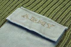 Militäruniform-Strickjacke mit Zeichen-Armee auf der Tasche Stockfotografie