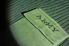Militäruniform-Strickjacke mit Zeichen-Armee auf der Tasche Lizenzfreies Stockbild