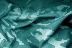 Militäruniformmuster mit Unschärfeeffekt im cyan-blauen Ton Lizenzfreies Stockfoto