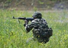 Militair in actie Royalty-vrije Stock Afbeeldingen