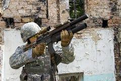 Militair in actie stock foto's