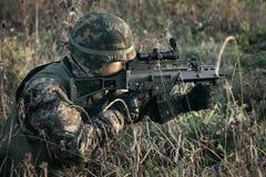 Militair bij oorlog in het moeras Royalty-vrije Stock Fotografie