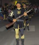 Militair die een donderbusparade in brand steken Stock Afbeelding