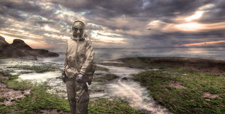 Militair die een gasmasker dragen Stock Foto's