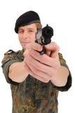 Militair die met kanon streeft Royalty-vrije Stock Foto's