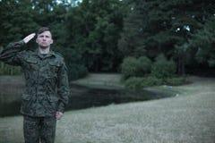 Militair die militaire eenvormig dragen Royalty-vrije Stock Foto