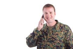 Militair die op de Telefoon spreekt Stock Afbeeldingen