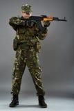 Militair in eenvormig met machinegeweer Stock Afbeelding