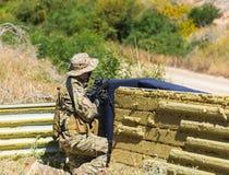 Militair in eenvormig met wapen Royalty-vrije Stock Afbeelding