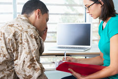 Militair Having Counselling Session Stock Afbeelding