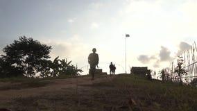 Militair het lopen stock footage