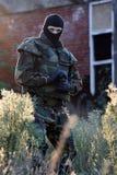 militair met kanon Stock Foto