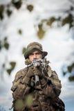 Militair met wapen Stock Foto's