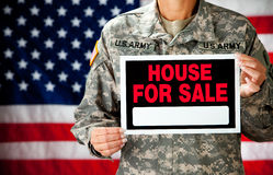 Militair: Militair Selling Home Royalty-vrije Stock Foto's