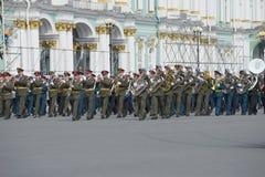 Militair orkest bij de repetitie van parade ter ere van Victory Day Heilige Petersburg Royalty-vrije Stock Foto