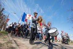 Militair orkest De parade van veteranen van Wereldoorlog II op het Nevsky-Vooruitzicht, St Petersburg, Rusland, 9 Mei, 2013 Stock Foto's