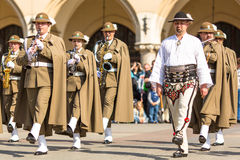 Militair orkest op hoofdvierkant tijdens jaarlijkse Poolse nationaal en officiële feestdag de Grondwetsdag Royalty-vrije Stock Afbeelding