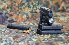 Militair pistool met laser/licht-module royalty-vrije stock foto