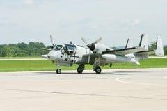 Militair Vliegtuig op de Baan Stock Foto's