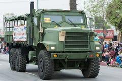 Militair voertuig tijdens Memorial Day -Parade Stock Afbeelding