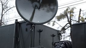 Militair Vrachtwagen Radioapparaat stock footage