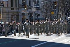 Militaire Band in de Parade van de Dag van Heilige Patrick Stock Foto's