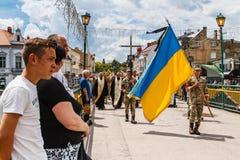 Militaire begrafenisoptocht in Uzhgorod, de Oekraïne stock afbeeldingen