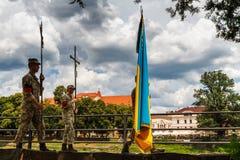 Militaire begrafenisoptocht in Uzhgorod, de Oekraïne royalty-vrije stock afbeeldingen