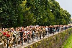 Militaire begrafenisoptocht in Uzhgorod, de Oekraïne stock foto's