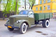 Militaire die retro vrachtwagen in de Sovjetunie wordt geproduceerd Jaar van productie 1960 stock fotografie
