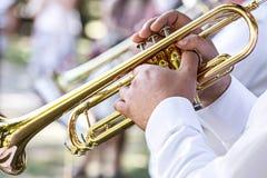 Militaire fanfarekorpsmusicus met trompet royalty-vrije stock fotografie
