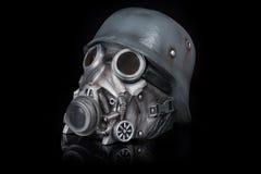Militaire Helm met Beschermende brillen en Gasmasker Stock Foto