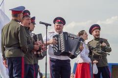 ` Militaire-historique de reconstruction se tenant sur le ` d'Ugra de rivière dans la région de Kaluga de la Russie photographie stock