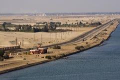 Militaire horlogetoren in de woestijn, het kanaal van Suez, Egypte stock fotografie