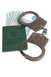 Militaire kaart van geïsoleerde ambtenaar, handcuffs en geld Stock Foto's