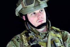 Militaire mens met omhoog duimen Stock Foto