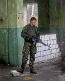Militaire mens met wapen Stock Foto's