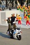 Militaire politie die stunts uitvoeren tijdens NDP 2012 Royalty-vrije Stock Foto