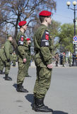 Militaire politie in een kordon van Paleisvierkant op de repetitie van parade ter ere van Victory Day Heilige Petersburg Royalty-vrije Stock Afbeeldingen