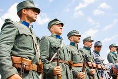 Militaire reenactors in uniformen van een Wereldoorlog II Royalty-vrije Stock Foto's