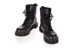 Militaire stijl zwarte laarzen die op wit worden geïsoleerdr Royalty-vrije Stock Afbeeldingen