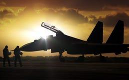 Militaire Vliegtuigen bij vliegveld op opdrachtreserve royalty-vrije stock afbeelding