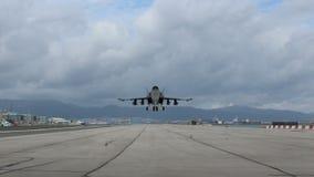 Militaire vliegtuigen het opstijgen stock footage