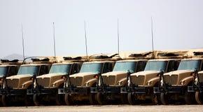 Militaire vrachtwagens royalty-vrije stock afbeelding