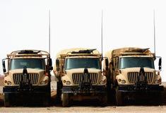 Militaire vrachtwagens stock afbeeldingen