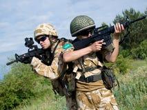Militairen in actie Stock Foto's