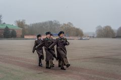 Militairen in Brest Wit-Rusland stock fotografie