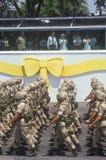 Militairen die door President Bush, Woestijnonweer Victory Parade, Washington, D marcheren C Stock Foto