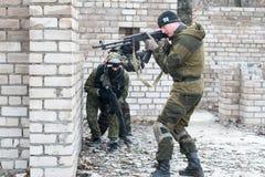 Militairen in eenvormige camouflage Royalty-vrije Stock Foto