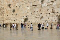 Militairen en Andere Joodse Mensen bij de Loeiende Muur Stock Foto's